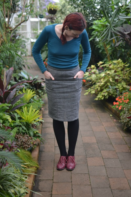 How to draft a one-piece lining for a panelled skirt   Modern Vintage Cupcakes