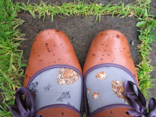 Rain drops on shoes