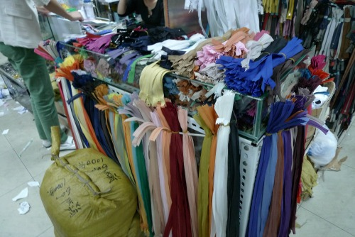 Shanghai notions market - invisible zips