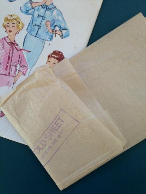 A Practical Bed Jacket | Modern Vintage Cupcakes