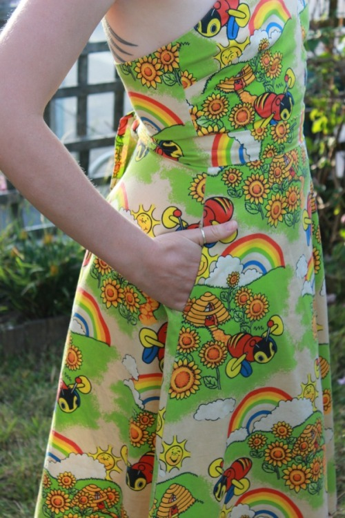 Buzzy Bees dress | Modern Vintage Cupcakes